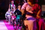 Wyjątkowy pokaz we Wrocławiu. Niepełnosprawne modelki na wybiegu (ZDJĘCIA)