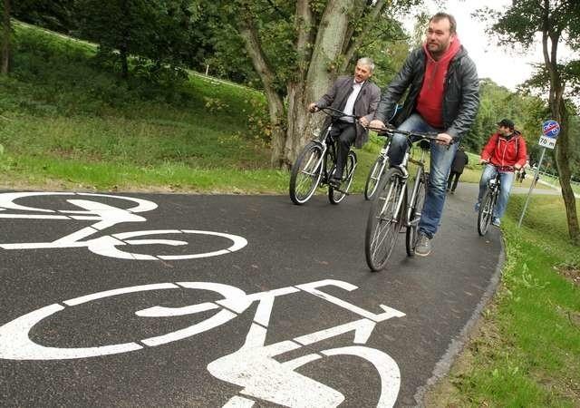 Po wielkich bólach wreszcie otwarcie ścieżki rowerowejścieżka rowerowa