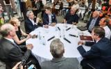 Robert Biedroń w Bydgoszczy - rozmowy przy okrągłym stole [zdjęcia]