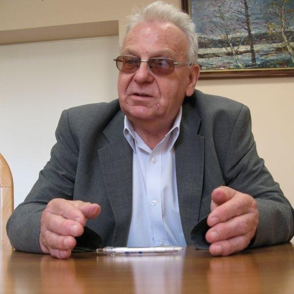 Jeżeli umowa jest zawarta, to niezależnie od tego, kto będzie właścicielem szpitala, pacjent nie może za cokolwiek płacić - mówi prof. Jan Stasiewicz