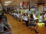 Ostrołęka. Zakończenie roku szkolnego 2019/2020 w II Społecznym Liceum im.Toniego Halika w Ostrołęce
