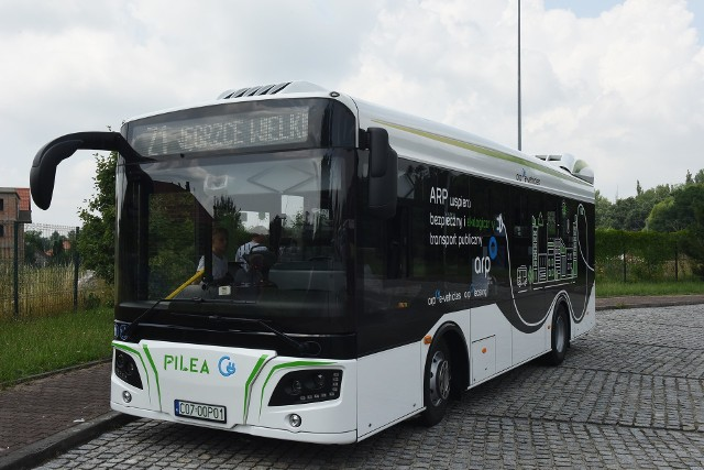 W ostatnich dniach autobus elektryczny pojawił się testowo na trasie jednej linii wielickiej komunikacji. Jeśli Wieliczka otrzyma unijne dofinansowanie zakupi sześć tego typu pojazdów
