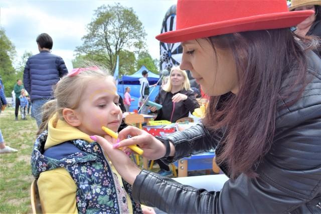 Dzień Dziecka na Sportowo - to dwudniowa impreza, która odbywa się w ten weekend na Dzikiej Ochli w Zielonej Górze. Organizatorzy przygotowali dla najmłodszych (i nie tylko!) wiele atrakcji. Zobaczcie, co działo się tutaj w niedzielę, 30 maja. Zielonogórzanie pokochali to miejsce!
