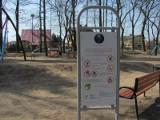 Niebezpieczne miejsce nielegalnych zabaw w Pabianicach. Górka Aktywności to nadal plac budowy, a mieszkańcy z niej korzystają [ZDJĘCIA]