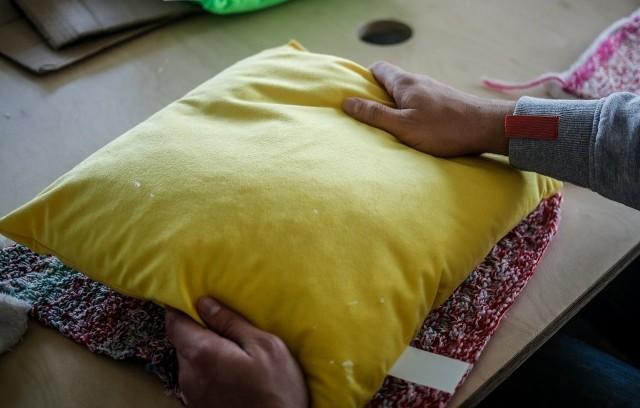 W gdańskim ECS więźniowie szyli poduszki dla seniorów