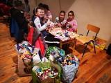 Szkoła Podstawowa w Nowym Kurowie wrzuciła do puszki dla Jasia ponad 2 tys. zł ze sprzedaży łańcucha choinkowego