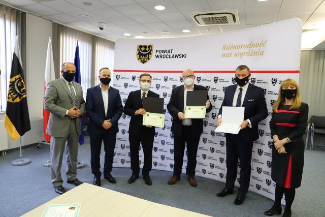 Przekazanie 700 tys. dla wrocławskich szpitali