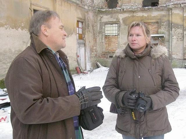 - Cieszymy się, że otrzymaliśmy wsparcie z ministerstwa - mówi Arkadiusz Kwiatkowski do Barbaray Bielenis-Kopeć. - Jednak remont jest tak kosztowny, że i tak musimy dołożyć sporo własnych pieniędzy.