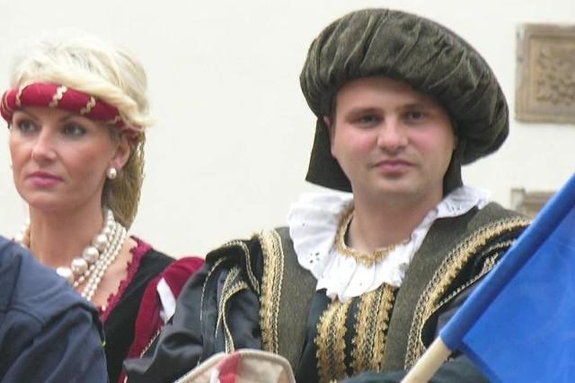 Przy okazji wystawy kolekcjonerskiej w rolę pary książęcej wcielili się urzędnicy.