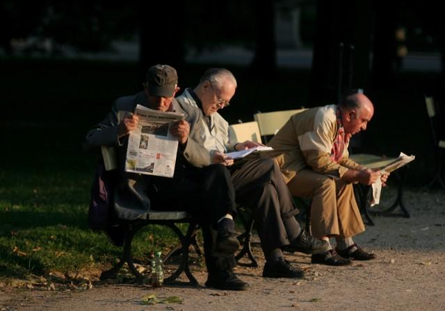 Już teraz w Polsce jest prawie dwa razy więcej osób w wieku 60 plus (9,7 mln) niż osób w wieku 18-29 lat (5,3 mln). Według szacunków obecni 30-40-latkowie będą otrzymywać emerytury w wysokości ok. 30% swoich ostatnich zarobków.