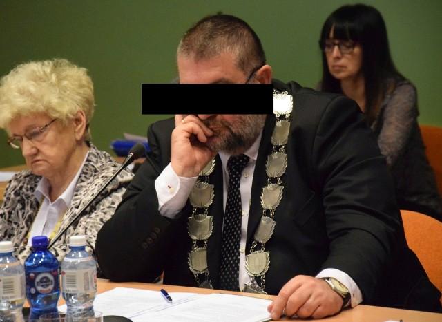 Andrzej B. nie przyznaje się do winy. Twierdzi, że wypił alkohol, ale już po wjechaniu autem do rowu.