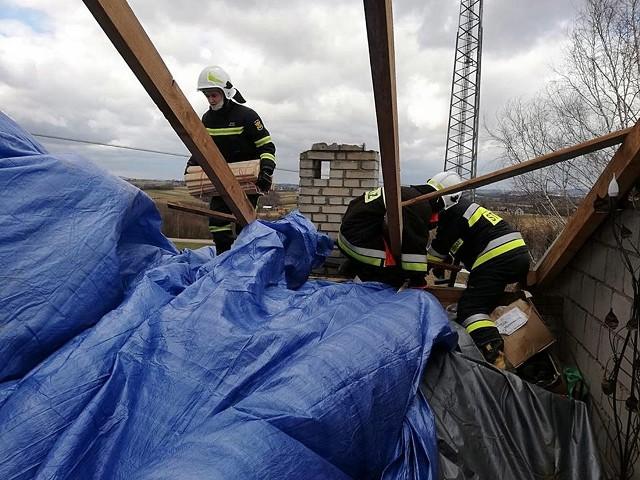 Strażacy ratowali dobytek mieszkańców przez wiele godzin. Teraz urzędnicy szacują straty. Potem nastąpi wypłata pieniędzy