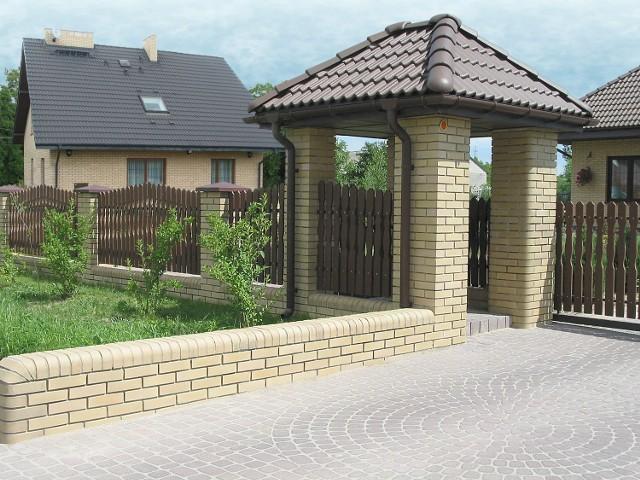 Wzniesienie ogrodzenia nie wymaga pozwolenia, ale musi ono spełniać określone wymogi