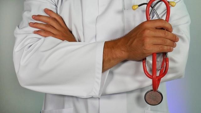 """Sprawdź listę polecanych endokrynologów z Lubelszczyzny, klikając w przycisk """"zobacz galerię"""" i przesuwaj zdjęcia w prawo - naciśnij strzałkę lub przycisk NASTĘPNE."""