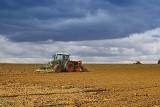 Ceny ziemi rolnej w II kwartale 2017. Średnia w Polsce znów urosła