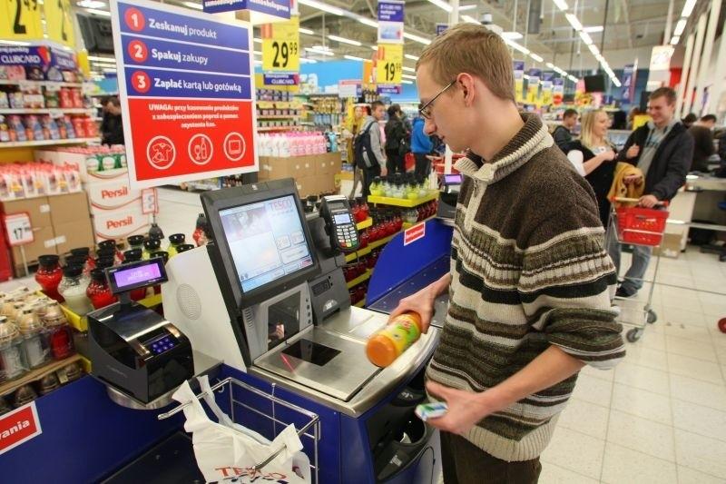 Klienci szybko przekonali się do kas samoobsługowe uruchomionych w kieleckim hipermarkecie Tesco. To dopiero pierwsze z udogodnień, które czekają nas podczas robienia zakupów.