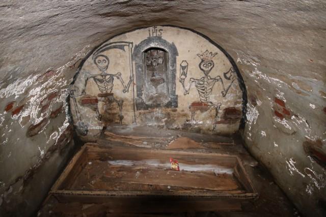 Okazało się bowiem, że prowadzone kilka lat temu badania w kryptach kościoła w Szczuczynie wskazywały datę 1733 roku, tą samą co w kościele w Radzyniu.