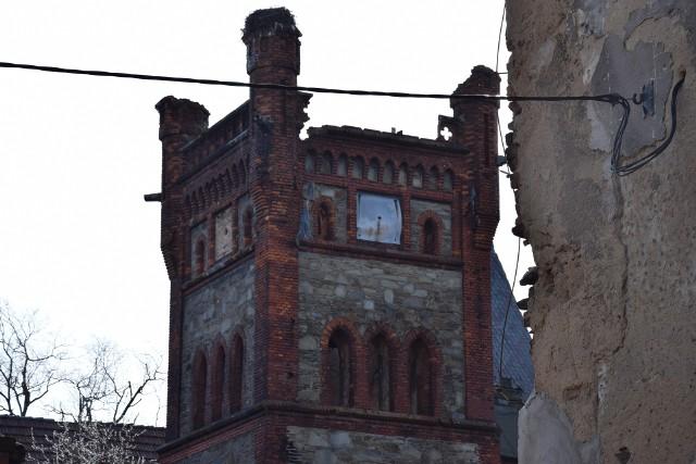 Niszczejący pałac w Łące Prudnickiej