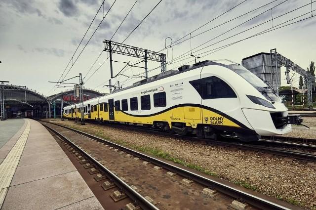 Pociągi Kolei Dolnośląskich pojadą do Czech później niż zapowiadano.