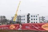 Nowe osiedle powstaje przy Okólnej w ramach rządowego programu Mieszkanie Plus. Jak przebiega budowa?