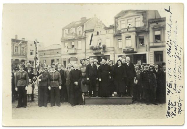 Ponownie publikujemy fotografię wykonaną w Mroczy w 1936 r. Może ktoś jeszcze rozpozna na niej swoich bliskich czy znajomych