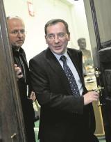Szef specsłużb w kleszczach, między Kaczyńskim i Macierewiczem
