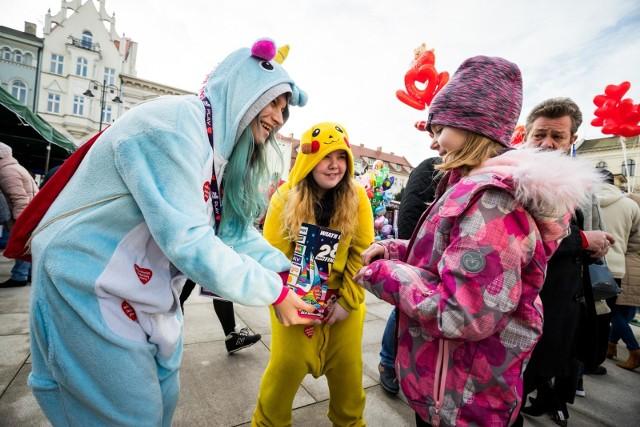 Tegoroczny finał WOŚP będzie inny niż zwykle. Wolontariusze pojawią się na bydgoskich ulicach, ale koncert, który zwykle odbywał się na Starym Rynku, został przeniesiony do internetu.