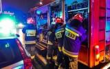 Pożar w Starym Oleśnie. Palił się ciąg garaży. Siedem zastępów strażaków w akcji