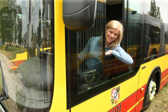 Aleksandra Michalczewska-Kucharska, prezes zarządu, pilnuje, by uruchomienie przewozów we Wrocławiu przebiegało sprawnie