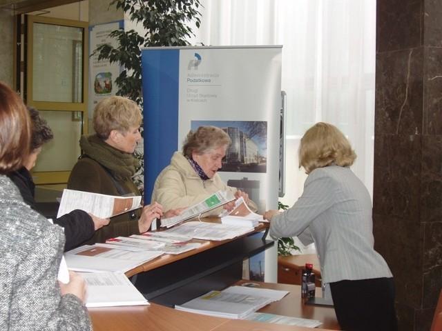 Do punktu w Świętokrzyskim Urzędzie Wojewódzkim zgłosiło się w ubiegły czwartek około 450 podatników
