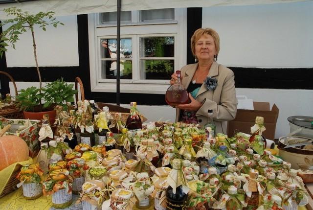 Wanda Nowak swoją pigwówkę produkuje z owoców z własnego  ogrodu.