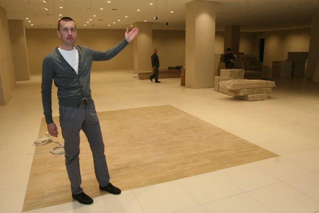 - Nowy salon obuwniczy CCC będzie miał powierzchnię 800 metrów kwadratowych i będzie największym w województwie sklepem tej marki. W tej chwili trwają prace nad jego umeblowaniem – mówi Michał Góźdź, menedżer do spraw marketingu w Galerii Korona Kielce.