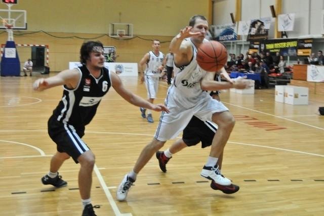 Adam Lisewski nie pierwszy raz był najlepszym graczem toruńskiej drużyny.