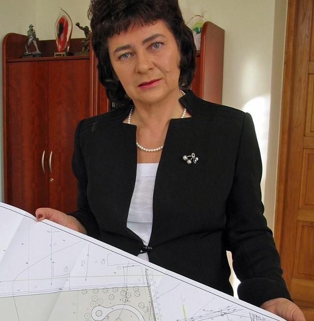 Ta droga prowadzi do gruntów burmistrz Leska. Barbara Jankiewicz zapewnia, że utwardzając ją nie kierowała się prywatą.