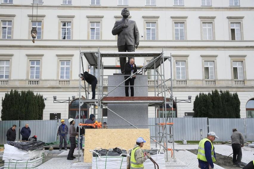 Na 10 listopada zaplanowano odsłonięcie pomnika Lecha...