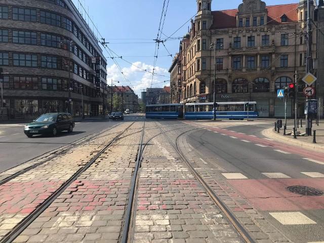 Skrzyżowanie ulic Świdnicka/Podwale we Wrocławiu