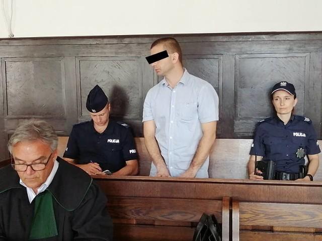 Oskarżony Łukasz Sz. (lat 36) został skazany za to, że swego sąsiada uderzył maczetą. Wyrok  jest nieprawomocny. CZYTAJ DALEJ >>>>