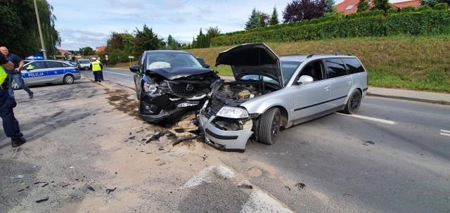 Na ul. Szosa Kotomierska w Koronowie doszło do zderzenia trzech samochodów osobowych