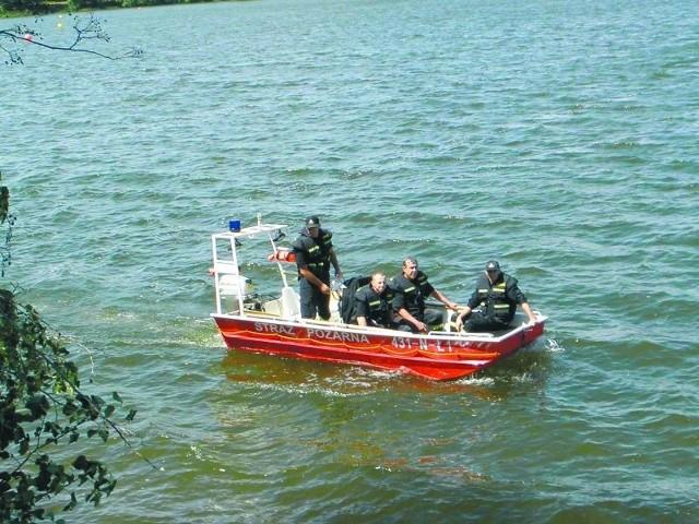 Poszukiwania 42-letniego Janusza z Ełku trwały blisko miesiąc. Ostatni raz widziany był na promenadzie. 30 czerwca strażacy wyłowili jego ciało z Jeziora Ełckiego.