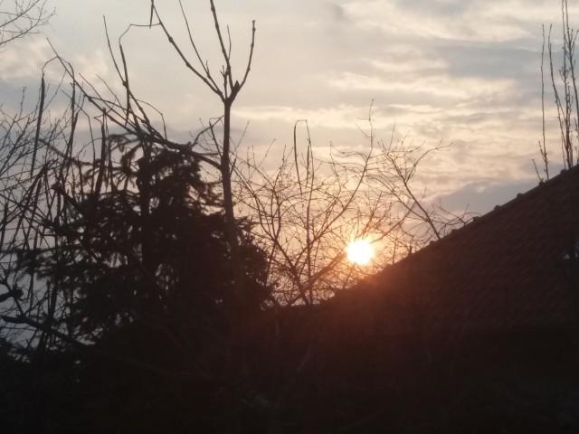 Ciekawy, wręcz symboliczny, zachód słońca nad Międzyrzeczem