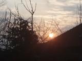Oto piątkowy zachód słońca nad Międzyrzeczem. Jaką pogodę zwiastuje?