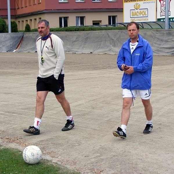 Wczoraj po raz pierwszy duet trenerski Krzysztof Łętocha (z lewej) i Andrzej Szymański poprowadził trening piłkarzy Stali Watkem Rzeszów.