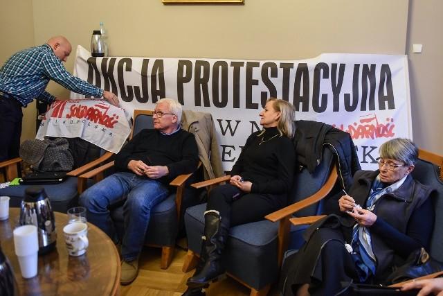 Zamiast spotkać z prezydentem Jaśkowiakiem, spędzą noc w jego gabinecie