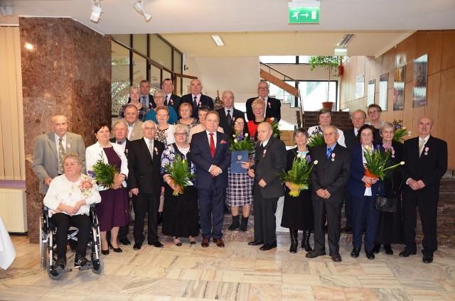 W Miejskim Ośrodku Kultury spotkało się 66 par, które w 2108 roku obchodziły jubileusz 50-lecia pożycia małżeńskiego. Z tej szczególnej okazji burmistrz Roman Piaśnik złożył bohaterom dnia serdeczne życzenia. W czasie uroczystych obchodów Złotych Godów małżonkowie otrzymali medale przekazane przez Prezydenta RP Andrzeja Dudę.