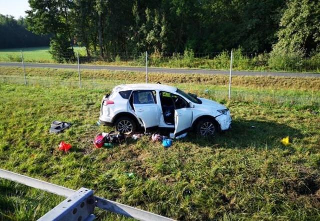 Do tragicznego wypadku doszło w sobotę o świcie (ok. godz. 5.40) na autostradzie A2 pod Zgierzem. Zginęła 28-letnia pasażerka toyoty.  Kobieta była w 4. miesiącu ciąży.Czytaj więcej na następnej karcie