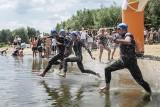 III Triathlon Rzeszowski. Zawody składały się z trzech dyscyplin sportowych - pływania, jazdy rowerem i biegu [ZDJĘCIA]