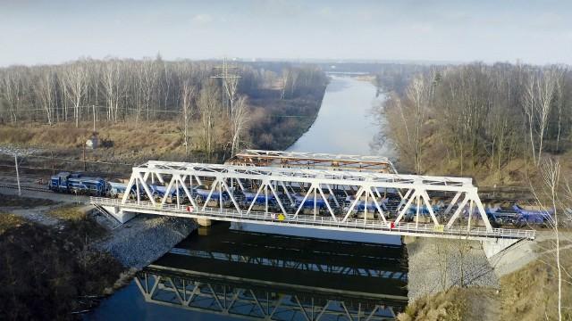 Kończy się przebudowa ważnej linii kolejowej na pograniczu Opolszczyzny i województwa śląskiego.