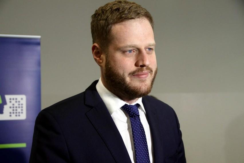 """Cieszyński: """"Najbardziej prokonsumencka ustawa w historii rynku telekomunikacyjnego"""". Chodzi o niewykorzystane środki na kartach pre-paid"""