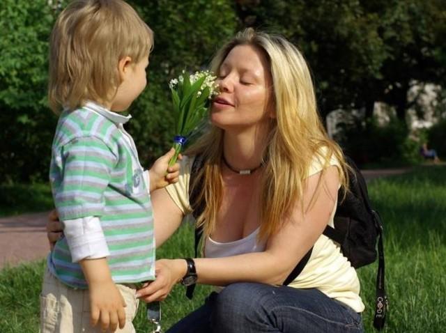 Piękne życzenia na DZIEŃ MAMY 2021. Wiersze, rymowanki, wyjątkowe życzenia. Nie zapomnij złożyć życzeń ukochanej mamie