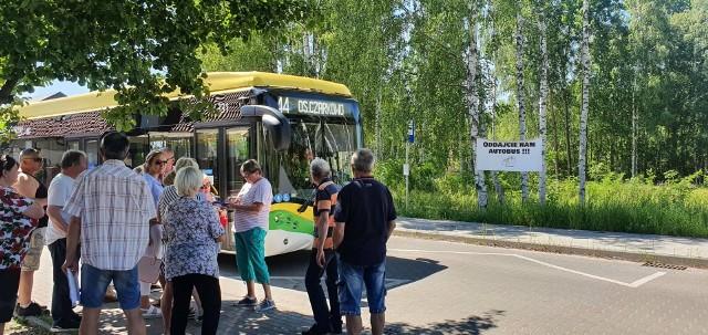 Mieszkańcy osiedla Kwiatowego regularnie spotykają się, by walczyć o więcej kursów miejskich autobusów.